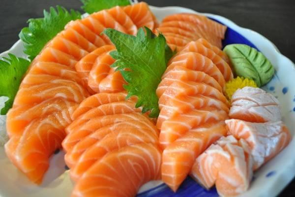 Những lợi ích tuyệt vời không thể bỏ qua khi sử dụng cá hồi nguyên con
